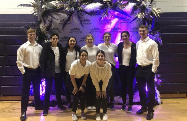 Chamber discusses its year, honors residents during annual banquet